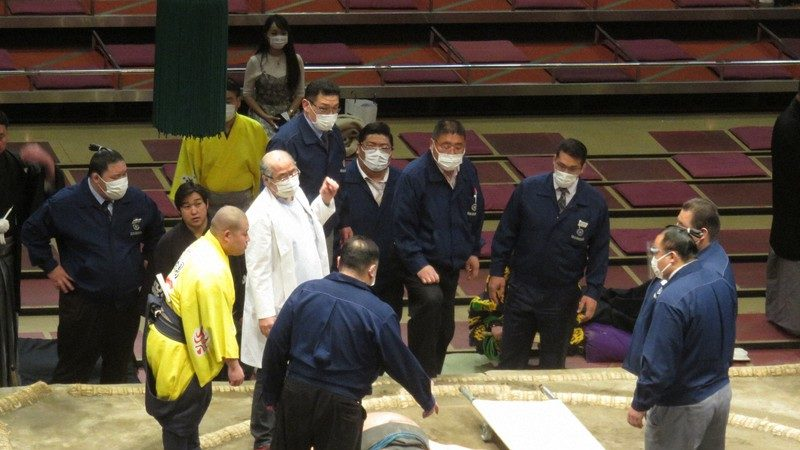 Featured image for Sumo Wrestler Injury Raises Concerns Over Emergency Medical Protocol