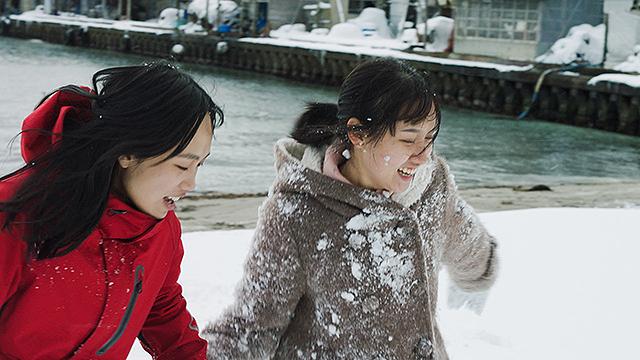 Featured image for Along the Sea 海辺の彼女たち Dir: Akio Fujimoto (2020) [Osaka Asian Film Festival 2021]