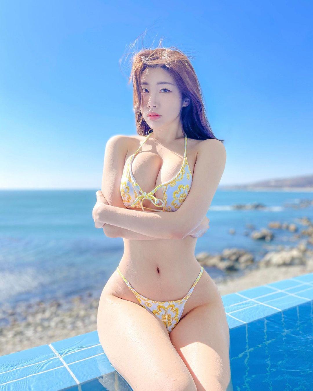 Featured image for Instagram Star Jeon Yebin [전예빈] Shows Off New  Bikini In Instagram Post